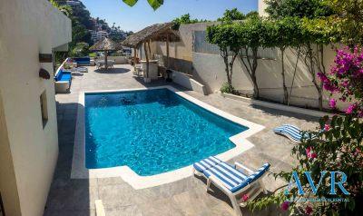 Terrazas y piscina de Casa Judith en Acapulco