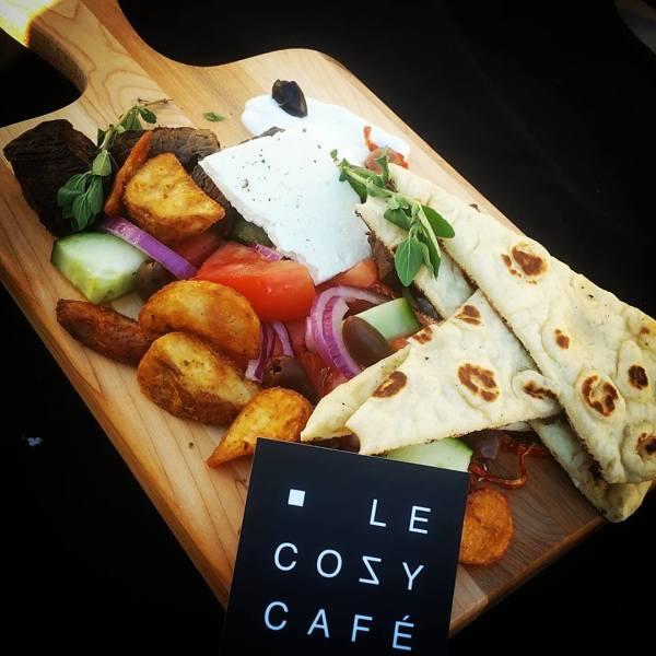 Le Cozy Café 484 Main, Hudson