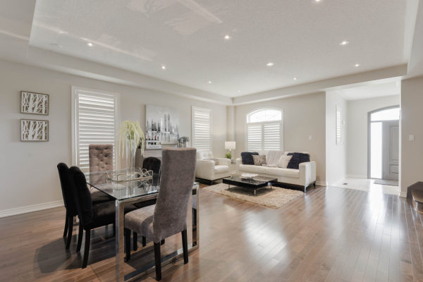 Livingroom/diningroom combo
