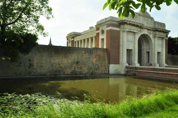 ... footsteps from Menen Gate ...