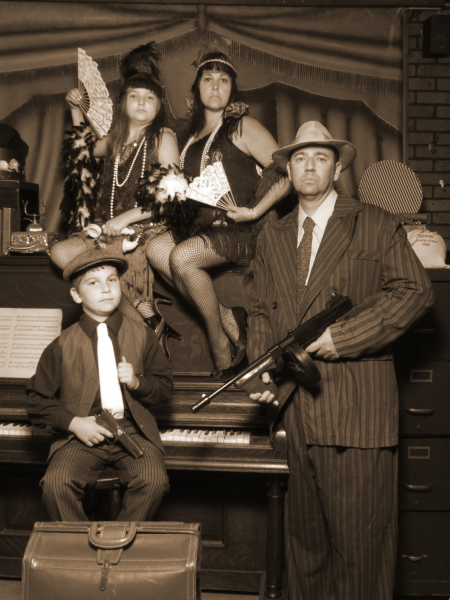 Family of gangster & flappers