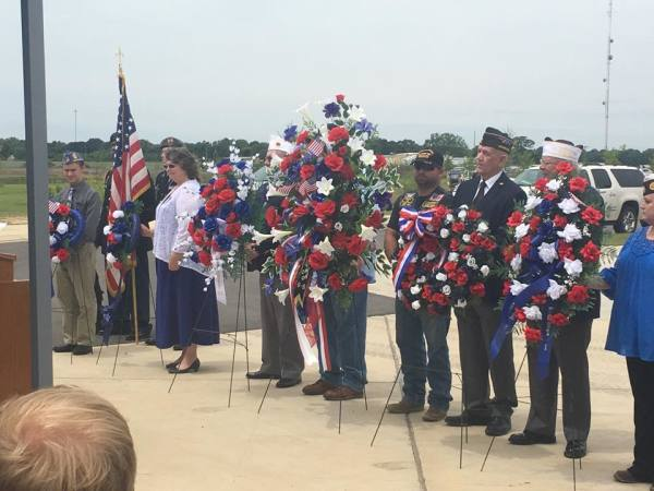 Hundreds Gather in Richland To Memorialize Fallen Heroes