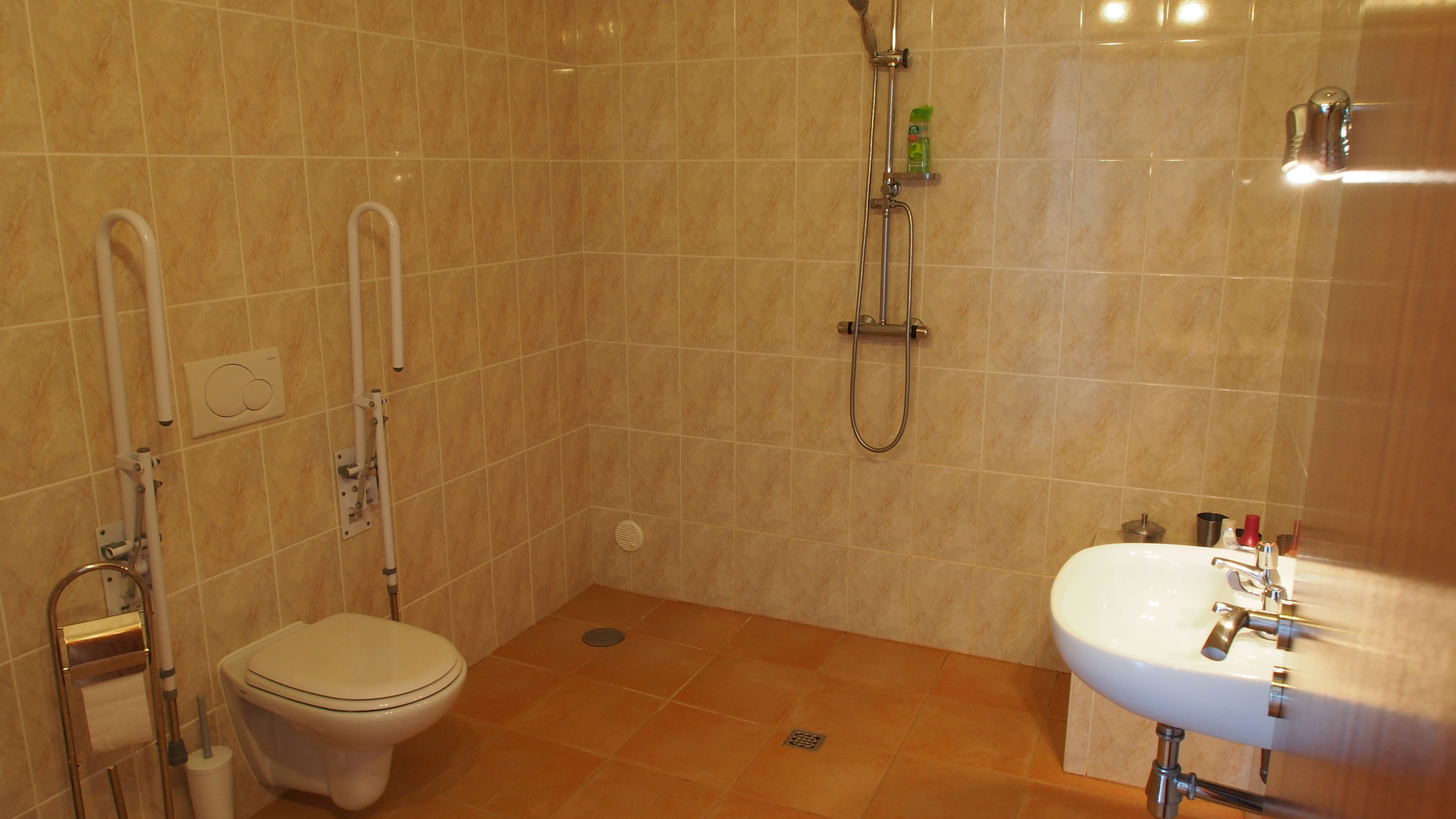 2 bed apartment wetroom
