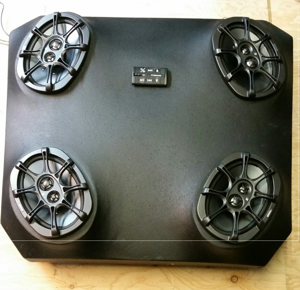 Polaris 1000 systm with 4-6x9 kicker speakers