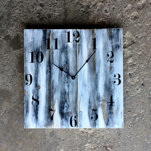 "20"" White Solid Wood Clock with Distressed Finish made by Seeka Decor"