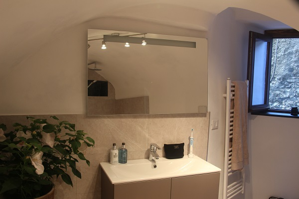 Bathroom, Pigna Liguria