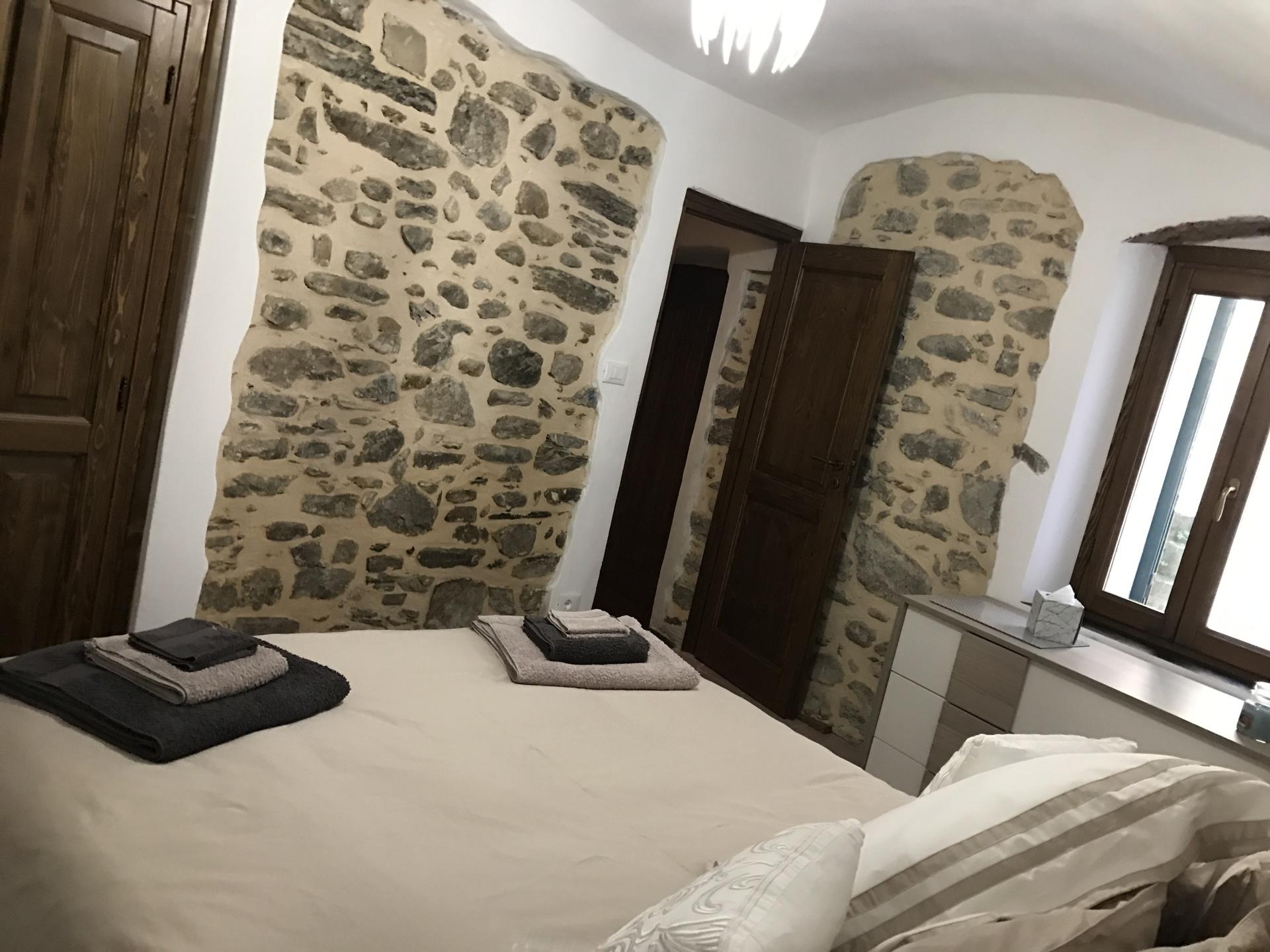 Medieval townhouse in Pigna, Liguria - Master Bedroom
