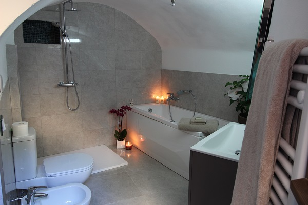 Medieval townhouse in Liguria - Luxurious bathroom