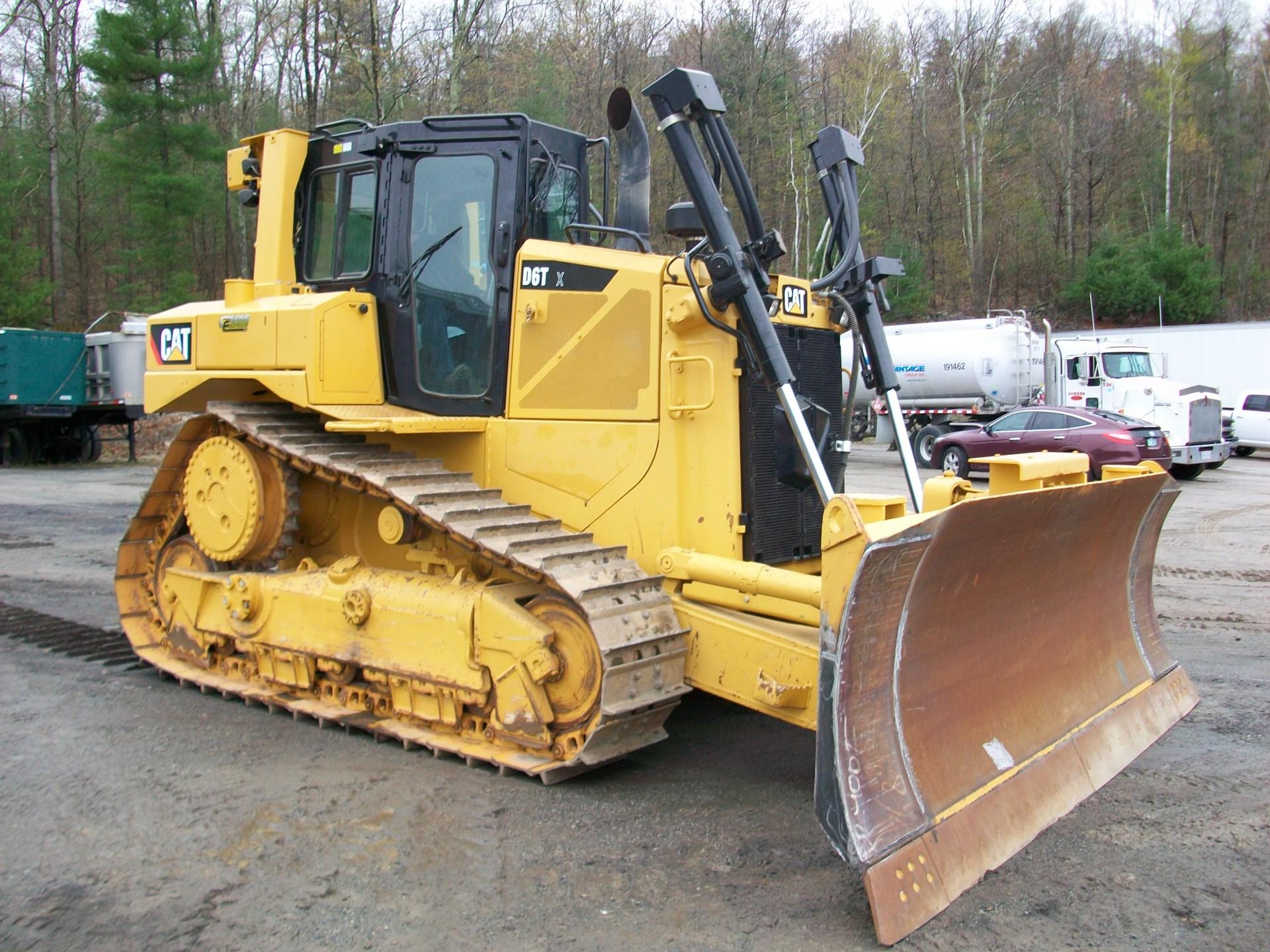 2014 CAT D6T XL, $200,000