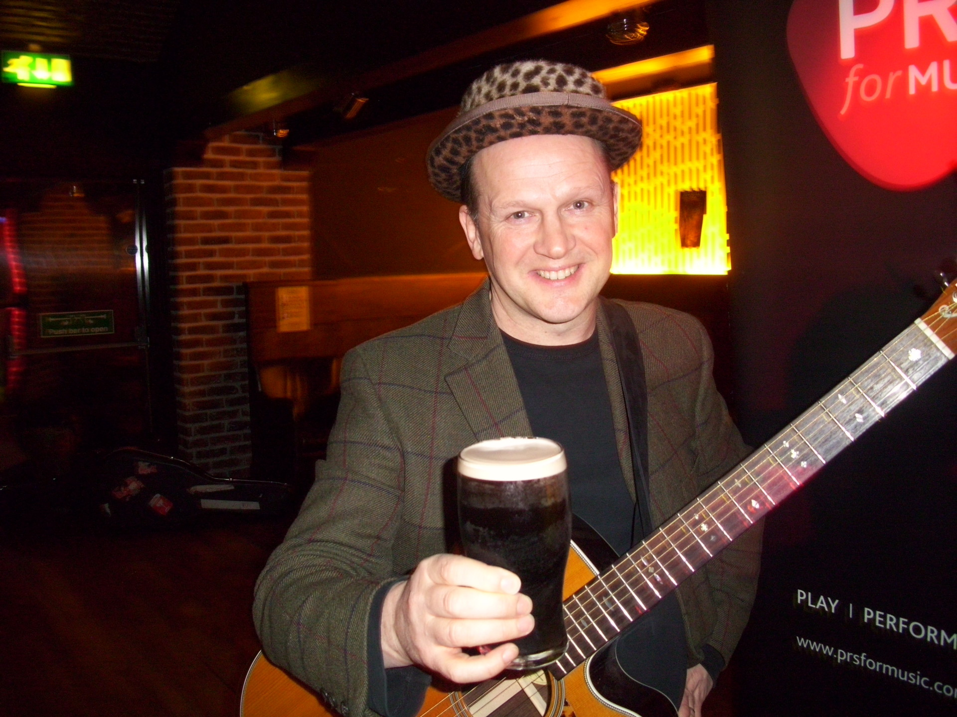 Mark Nevin Belfast Nashville My Guitar and his pint!