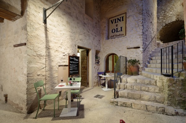 OIl, chocolate and wine bar