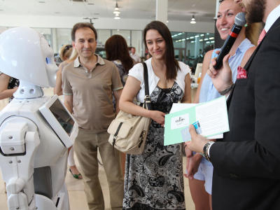 Social Robots at Innovators Store Dubai Festival City