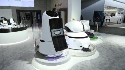 Social Robots at Innovators Store Dubai Festival City