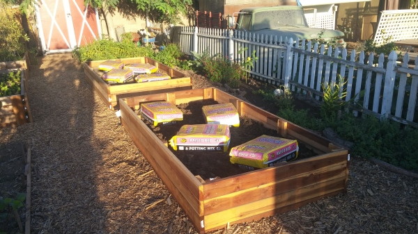 Kellogg Garden Products - Raised Bed and Potting Mix - Only the best soil at Organic Harvest Gardens