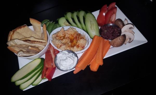 Pita, dips & vegetable