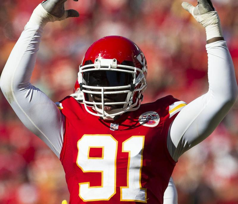Chiefs re-sign Tamba Hali