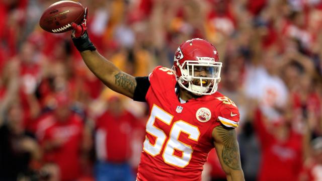 Chiefs re-sign Derrick Johnson