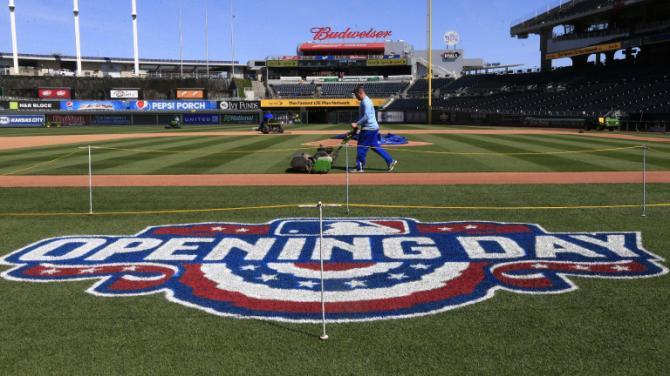 Royals begin title defense against Mets