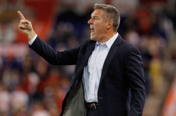 Sporting KC gives contract extension to Peter Vermes