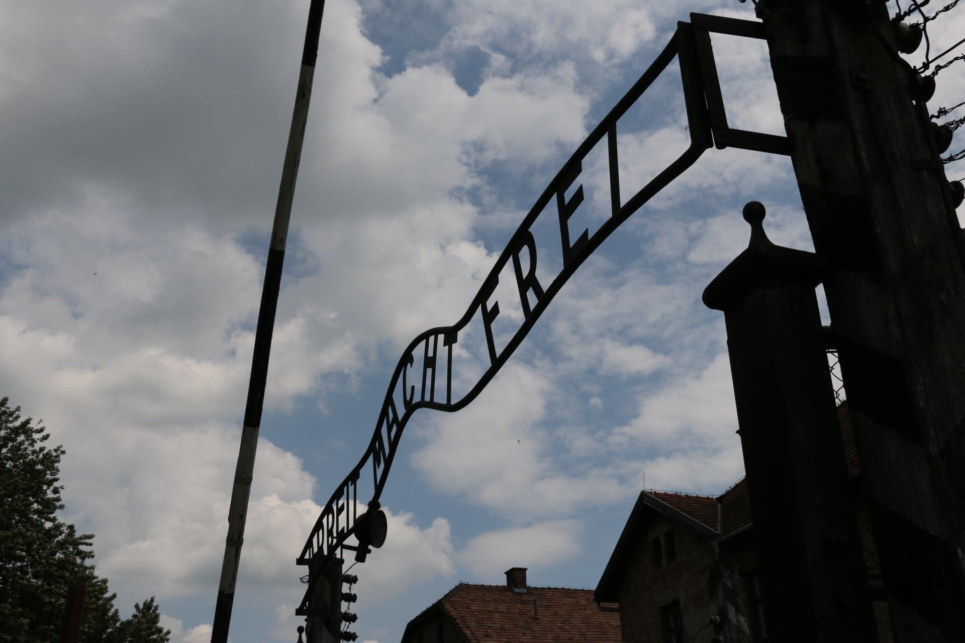 """Entrance to Auschwitz I with the inscription """"work brings freedom"""""""