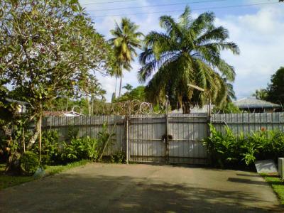 Gerbang rumah - Lae