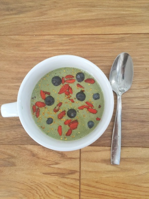 Why you should be chewing your smoothie + Green Smoothie Bowl