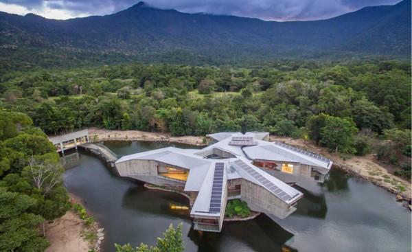 Star Wars-inspired spaceship home