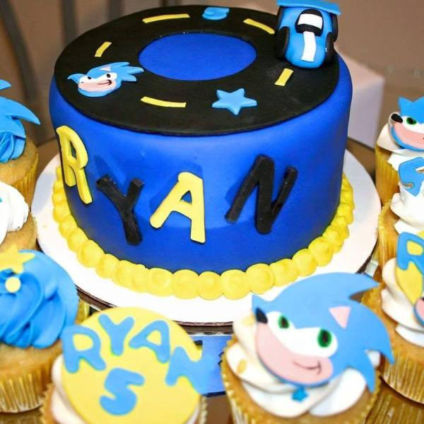 Sonic The hedgehog Custom Cake