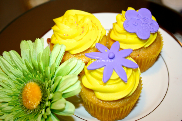 Vibrant Flowers / Custom Cakes
