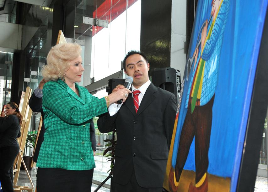 Mtra. Sylvia Escamilla y Artista Carlos Ramírez