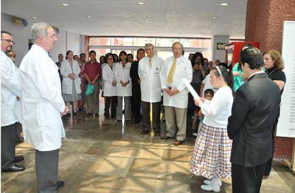 Dr. José Alberto García Aranda, Dir. Gral. Hospital Infantil y Artista Lorena Vélez