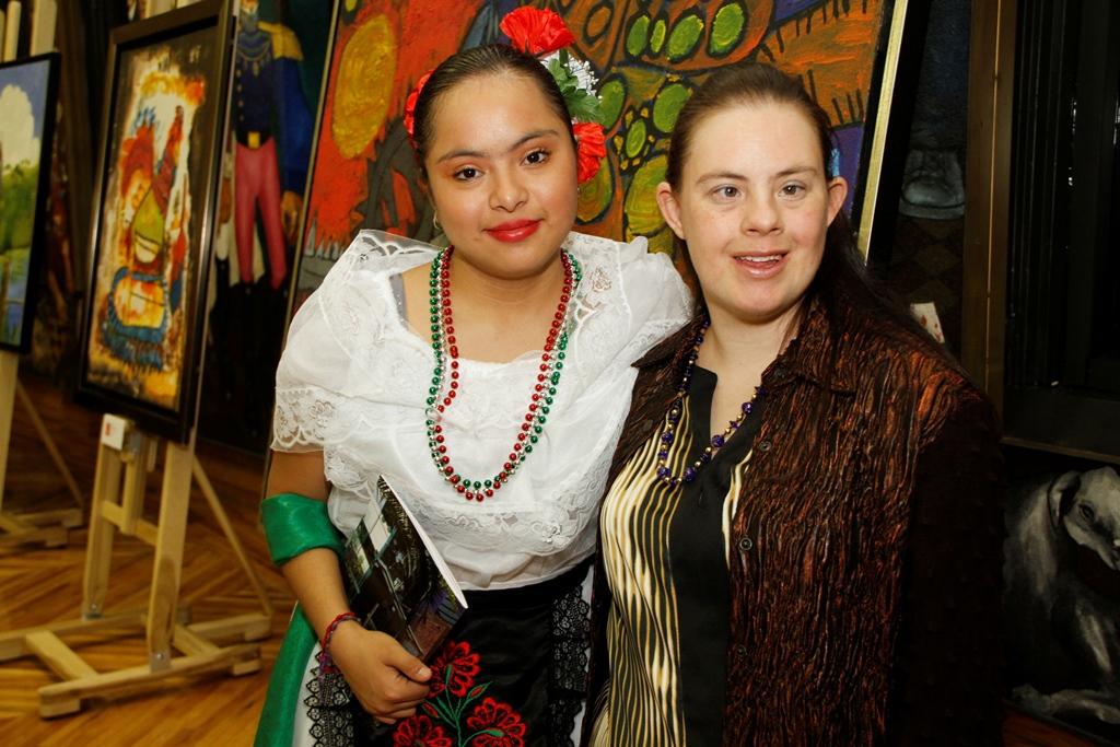 Artistas Geraldine Reyes y Jaqueline Méndez
