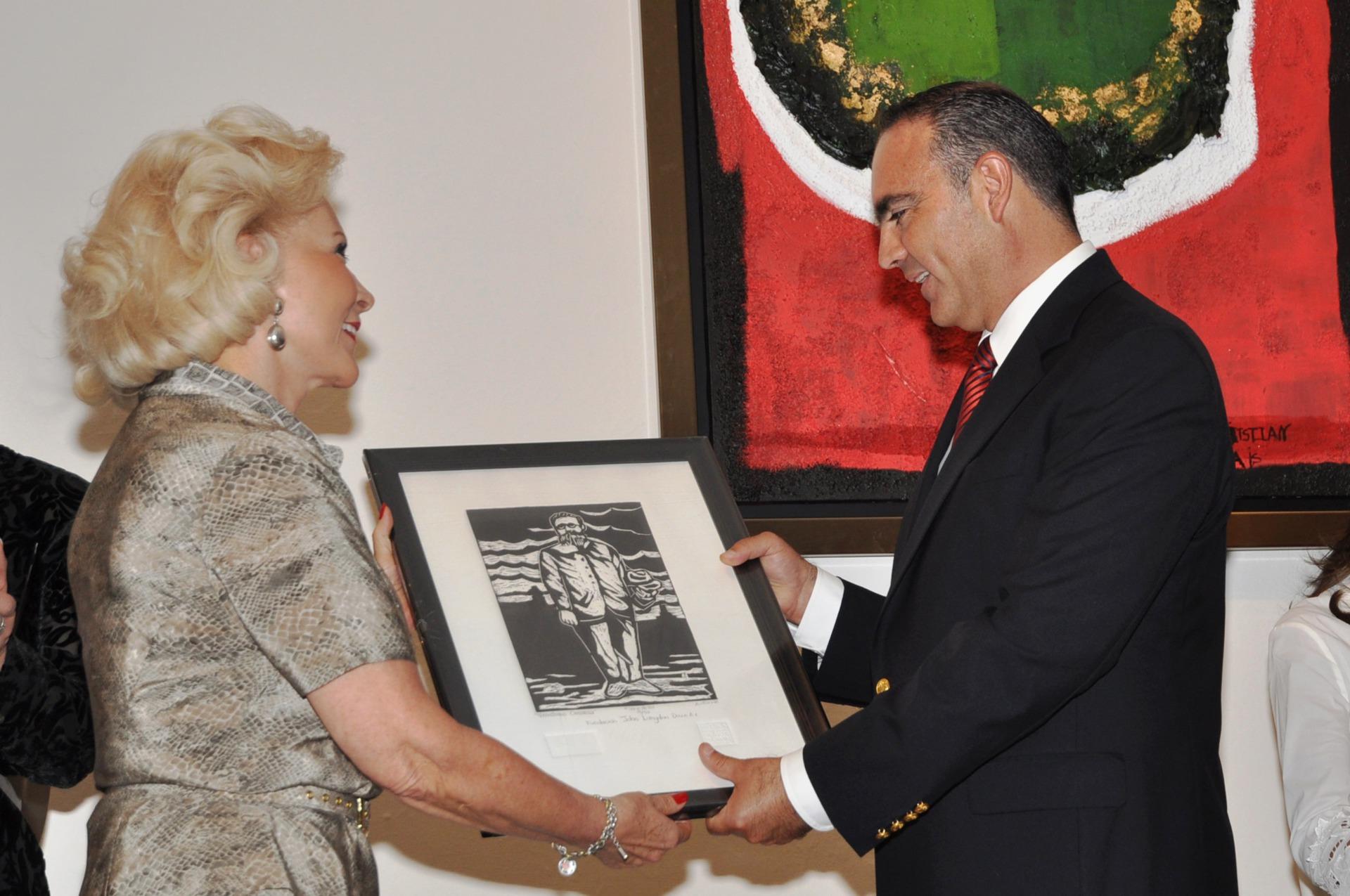 Mtra. Sylvia García-Escamilla y  José Calzada, Gobernador Qro.