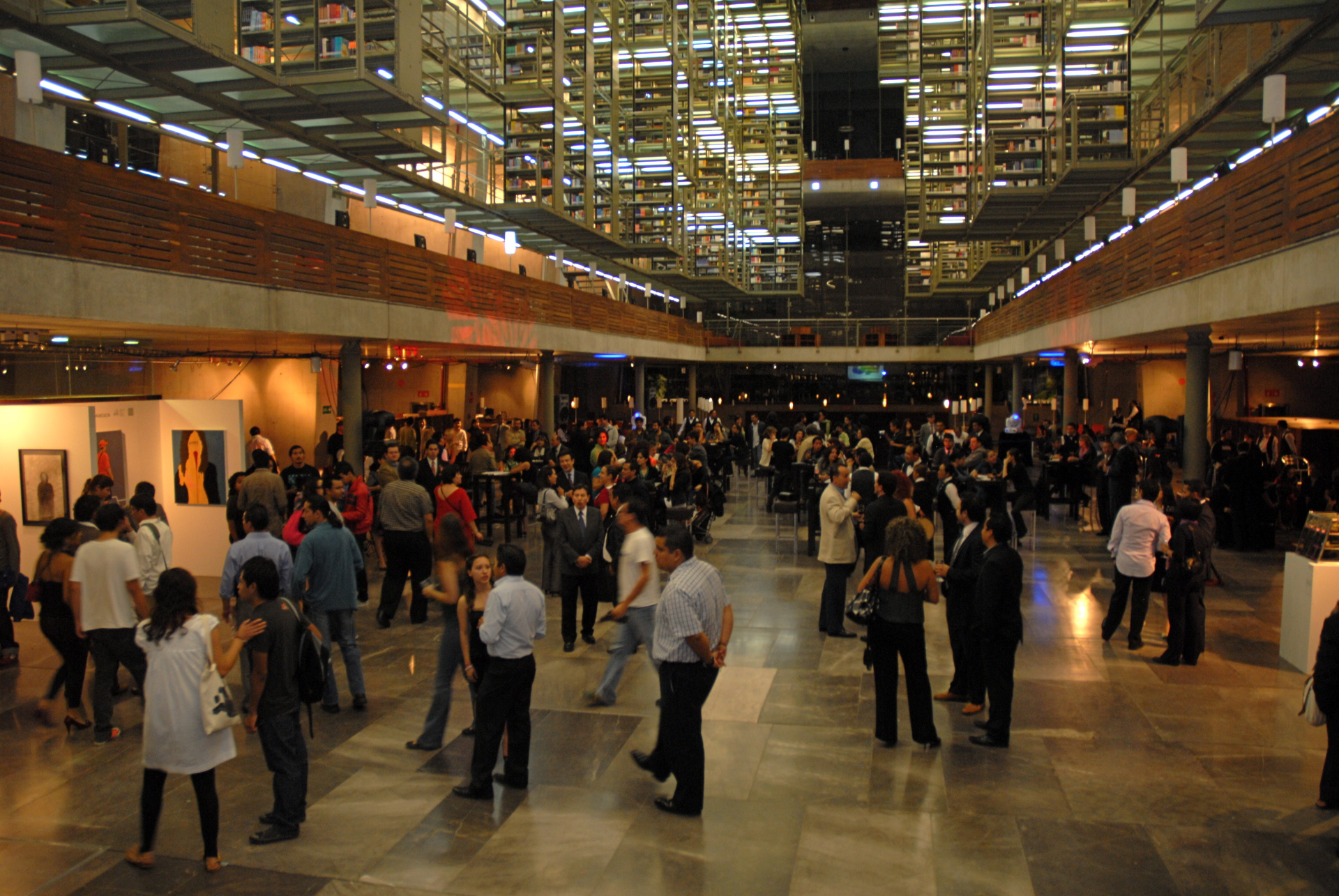 Sala de exposición de la Biblioteca José Vasncelos