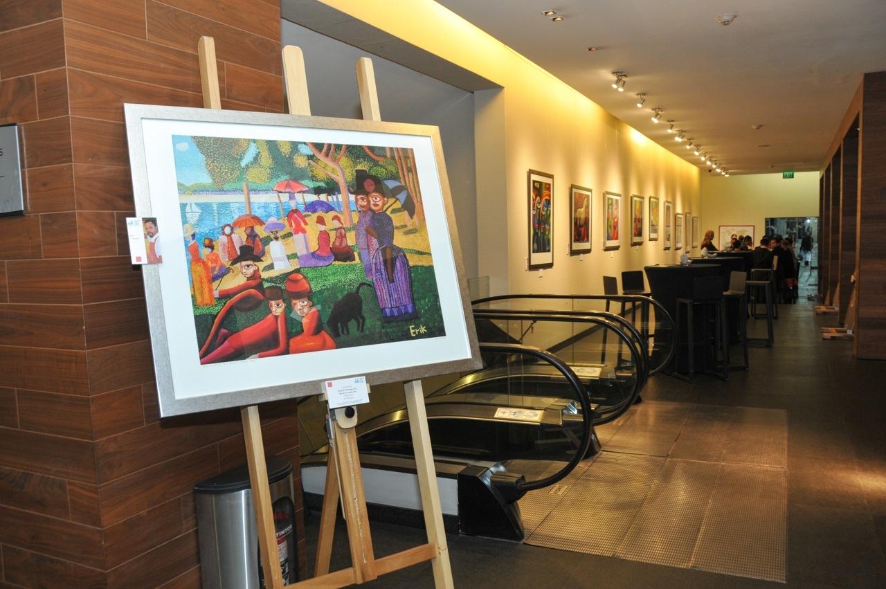 Así luce la exposición el Lobby del Hotel Live Aqua