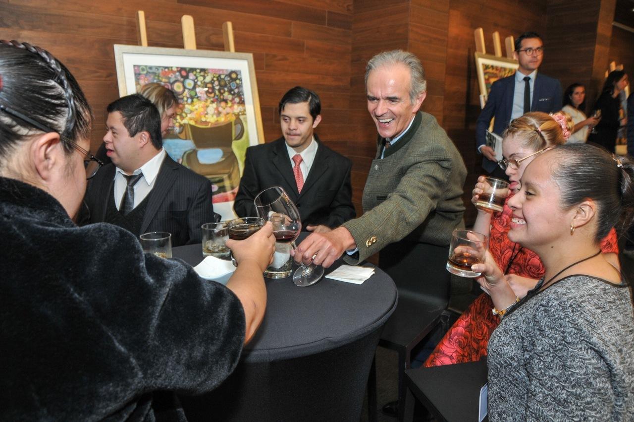 Artistas en la exposición con Alexander Príncipe de Sajonia