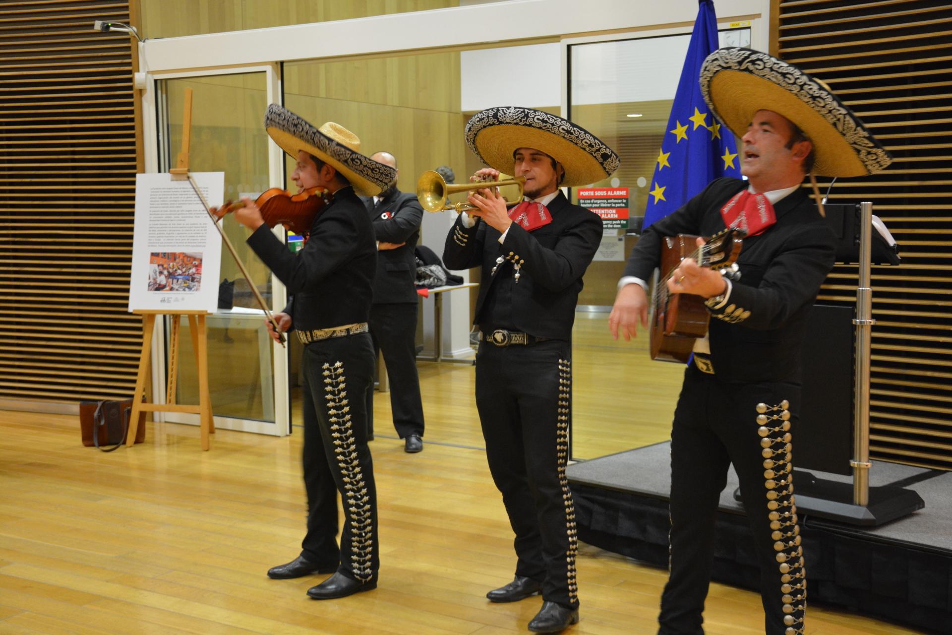 Música mexicana amenizó el evento