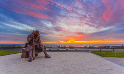 http://johncarsonsphotography.co.uk/seaham-sun-rise