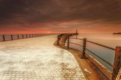 http://johncarsonsphotography.co.uk/roker-sunrise