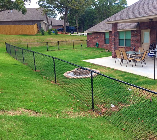 Residential 4' Black Vinyl Chain Link Fence Edmond Security Play Yard Oklahoma Fence Gate Company