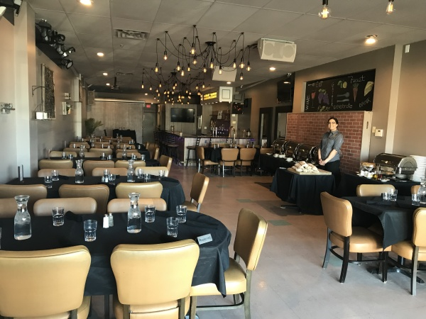 Banquet Room,Memorial Lunch, Office Party, Middletown funeral luncheon, restaurant wake, event, fundraiser, pizza party, free parking middletown, retirement, party.