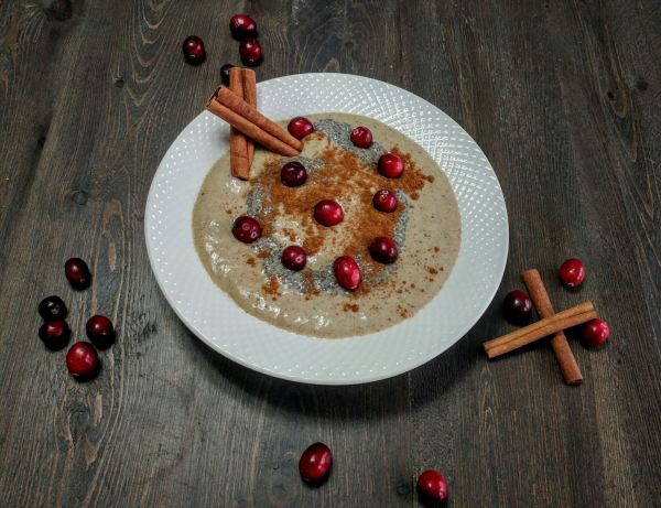Holiday Gingerbread Cookie Smoothie Bowl