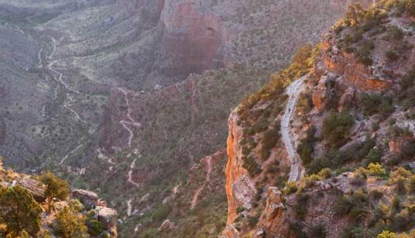 grand canyon bright angel trail hiking