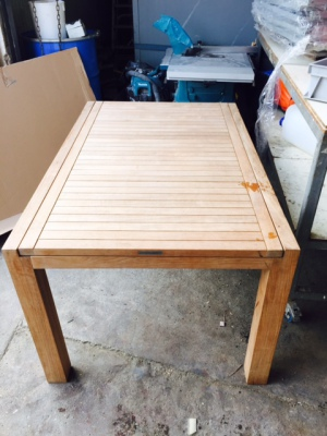 Extendable teak table