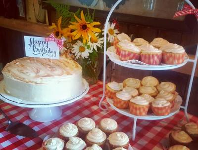Signature Cakes & Cupcakes