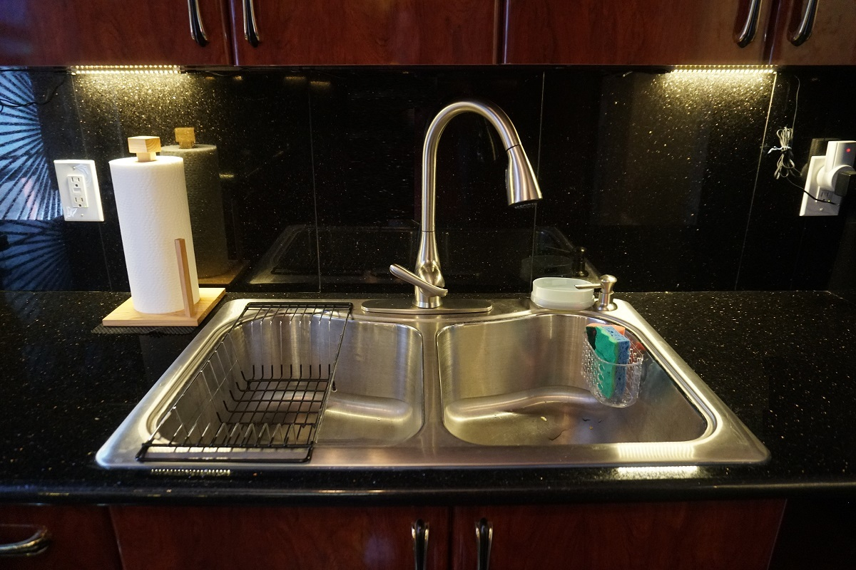 Double-sink in the Kitchen