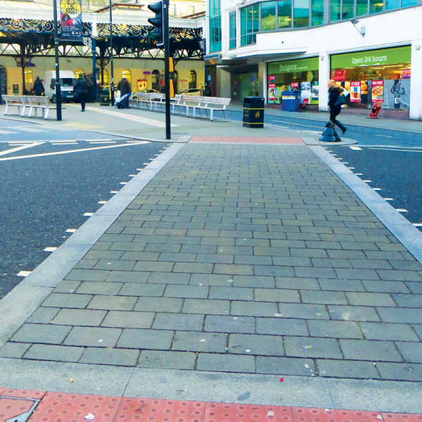 "<img src=""drivewayssurrey10.jpg"" alt=""Paving & Brickworkd Brighton"" />"