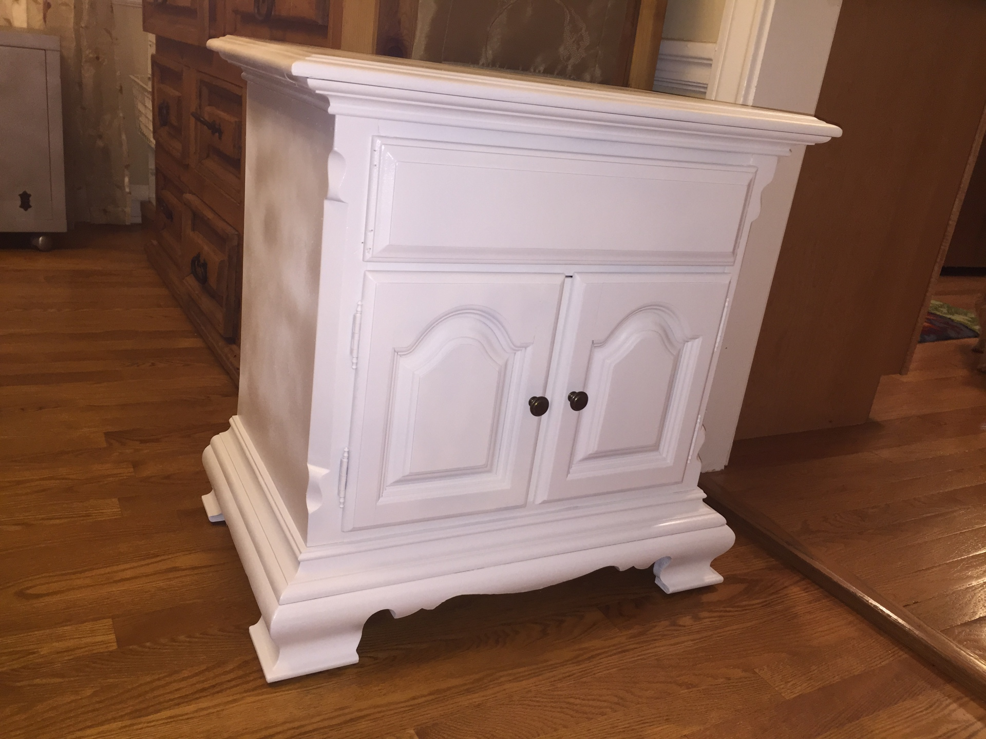 White Traditional Night Stand