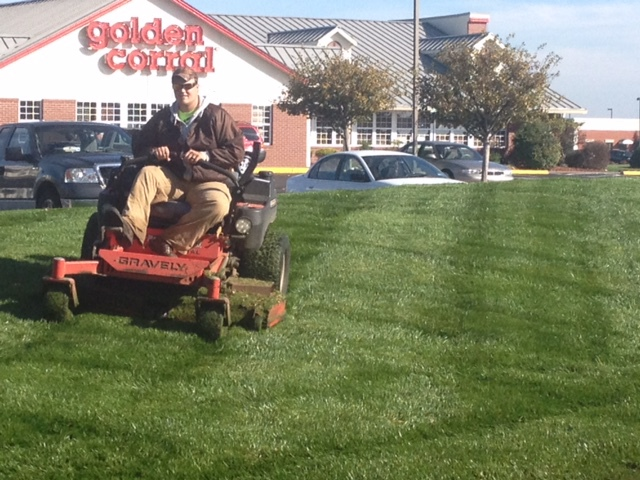 Commercial lawn mowing services Newburgh Indiana
