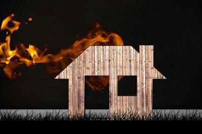 "<a href=""https://www.freepik.com/free-photo/wooden-house-with-smoke_926658.htm"">Designed by Freepik<"